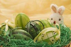 królika Easter jajka zbliżać kukły Zdjęcia Royalty Free