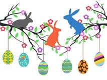 Króliki na Easter jajkach drzewnych Fotografia Royalty Free