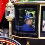 Królowa Elżbieta II na Królewskim trenerze Zdjęcia Royalty Free