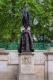 Królowej Elizabeth zabytek przy centrum handlowe drogą, Londyn UK Obraz Stock