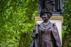 Królowej Elizabeth zabytek przy centrum handlowe drogą, Londyn UK Zdjęcia Royalty Free