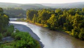 Krökning av bergfloden fotografering för bildbyråer