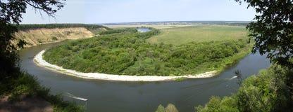 Krökning av floden Arkivbilder