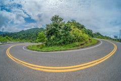 Krökt väg i Thailand Arkivfoton