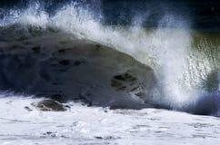 Kröna den Atlantic Ocean vågen royaltyfria foton