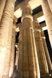 Kröna kolonner som lotusblommablomman av den Luxor templet, Egypten Arkivbild