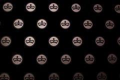 Kröna symbolen på den svarta bakgrunden, skönhet Arkivfoton