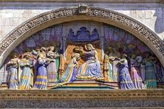 Krönen der Jungfrau Mary Sculpture in Toulouse Lizenzfreies Stockbild