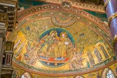 Kröning av oskulden, mosaik av Jacopo Torriti i basilikan av Santa Maria Maggiore i Rome, Italien royaltyfria bilder