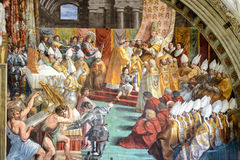 Kröningen av Charlemagne Freskomålningen av det 16th århundradet in Arkivfoton