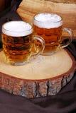Krüge blondes Bier Stockfoto