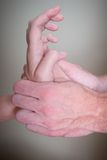 Kręgarza masażu ręka z naciskiem Fotografia Royalty Free