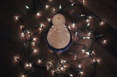 Kręgle szpilka z bożonarodzeniowe światła zawiązującymi wokoło go Fotografia Stock