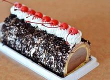 kräm- is för cake royaltyfri fotografi