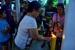 Тайские люди молят с Гангом или богиней воды в Kr Loy Стоковая Фотография