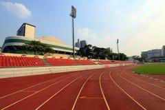 Kör racespåret i stadion Arkivbild