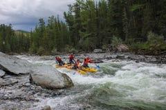 Krańcowy flisactwo na Bashkaus rzece, krańcowy sport fotografia stock