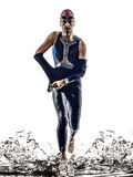 Köra för simmare för idrottsman nen för man för mantriathlonjärn Royaltyfri Foto