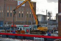 Kraan in actie in de haven van Gent Stock Foto