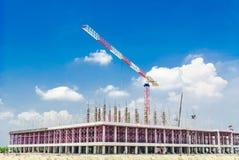 Kraan de bouw van de de bouwfabriek Stock Afbeeldingen