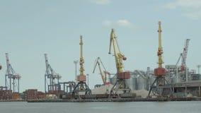 Kraan in de haven Timelapse stock videobeelden