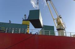 Kraan die een container laden Royalty-vrije Stock Foto