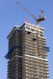 Kraan en wolkenkrabber in aanbouw Toronto, Canada Stock Afbeelding