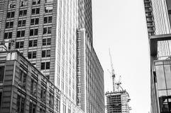 Kraan en wolkenkrabbers in Montreal Stock Fotografie