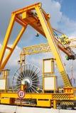 Kraan op een brugbouwwerf Royalty-vrije Stock Fotografie