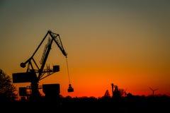 Kraan op het werk - industrieel silhouet Stock Fotografie