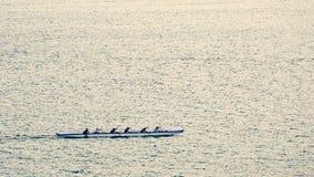 Kraanbalkkano Team Rowing dichtbij Lahaina, Hawaï stock foto