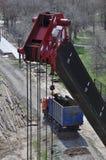 Kraanbovenkant en vrachtwagen stock afbeelding