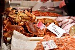 Krab bij vissenmarkt Stock Afbeelding