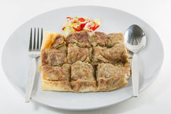 Krabba Mataba Sort av muslimsk och indisk mat som göras av mjölisolat på plattan royaltyfria bilder
