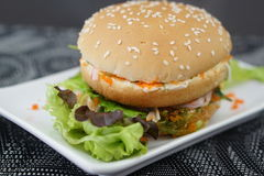 Krabba och Alga Burger Arkivbilder
