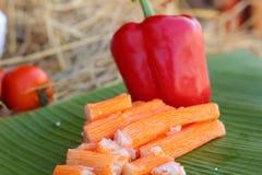 Krabbapinnar med frukter och grönsaker Royaltyfria Bilder