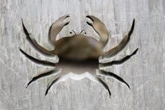 Krabbe herausgeschnitten vom Holz Stockfotos