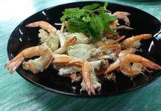 Krabbe mit Garnele Stockfoto