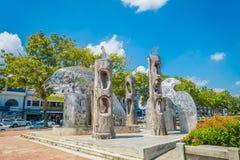 KRABI,泰国- 2018年2月19日:图腾和金属老鹰结构美好的室外看法在Krabi的一个公园 免版税库存照片