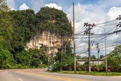 krabi Таиланд Улицы пригорода, автомобилей и зданий Стоковые Фото