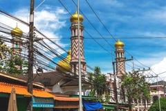 krabi Таиланд Улицы пригорода, автомобилей и зданий Стоковые Изображения