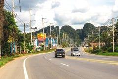 krabi Таиланд Улицы пригорода, автомобилей и зданий Стоковое Изображение