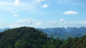 Krabi-Berge und schöne Skyline Stockbilder