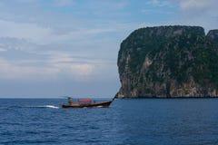 Krabi tailandês tradicional do barco em Tailândia Imagens de Stock