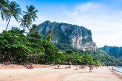 Krabi, Tailandia, spiaggia dicembre 11,2013 di Railay, Krabi, mare delle Andamane Fotografie Stock Libere da Diritti