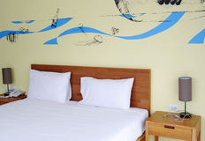 KRABI TAJLANDIA, PAŹDZIERNIK, - 27, 2013: wnętrze pokój hotelowy Zdjęcie Stock