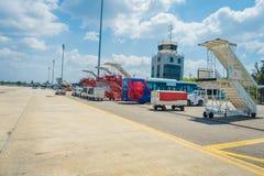 KRABI, THAÏLANDE - 2 FÉVRIER 2018 : Vue extérieure de tour de contrôle à l'aéroport international de Krabi La province de Krabi e Image libre de droits