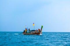 KRABI, THAÏLANDE 31 OCTOBRE : Voyage de touristes non identifié autour du Se Image stock