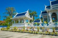 KRABI, THAILAND - 19. FEBRUAR 2018: Schöne Ansicht im Freien des weißen Tempels, Wat Kaew Korawaram Dieser Tempel ist a Lizenzfreie Stockbilder