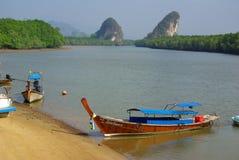 KRABI THAILAND - Januari 9, 2014: Sikt av invallningen Krabi Arkivbild